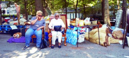 It took police seven hours to put the Frazer family's belongings out on the sidewalk. (photo: AlterNet)