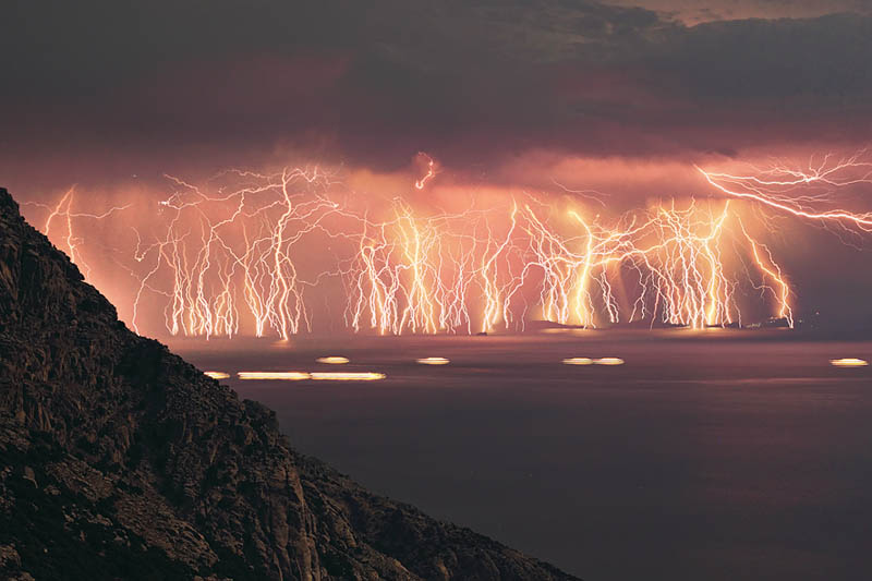 http://twistedsifter.com/2011/06/picture-of-the-day-70-lightning-strikes-in-one-shot/