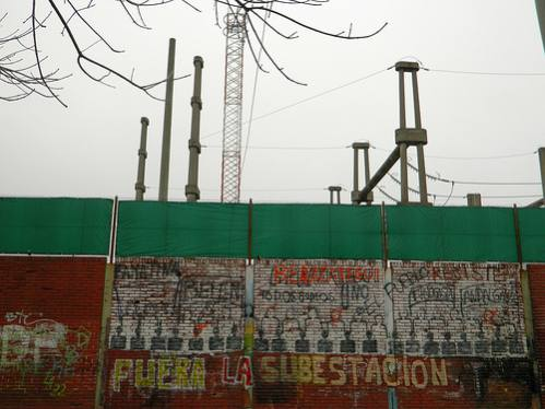 The wall around the Rigolleau substation graphically reflects the opposition of local residents. Credit: Juan Moseinco/IPS