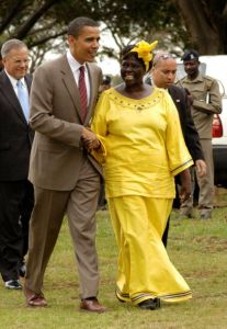 Nobel Laureate Professor Wangari Maathai with then U.S. senator Barack Obama in Nairobi, Kenya in 2006. / Credit:Frederick Onyango/creative commons