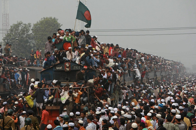 http://twistedsifter.com/2011/01/picture-of-the-day-busiest-train-ever/