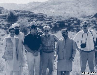 ISI e cia diretores em dormir camp1987 mujahideen com o Diabo: Como EUA e Arábia apoio da Al Qaeda levou a 9/11