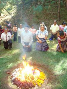Participants in a Maya ceremony. / Credit:Courtesy of RENOH