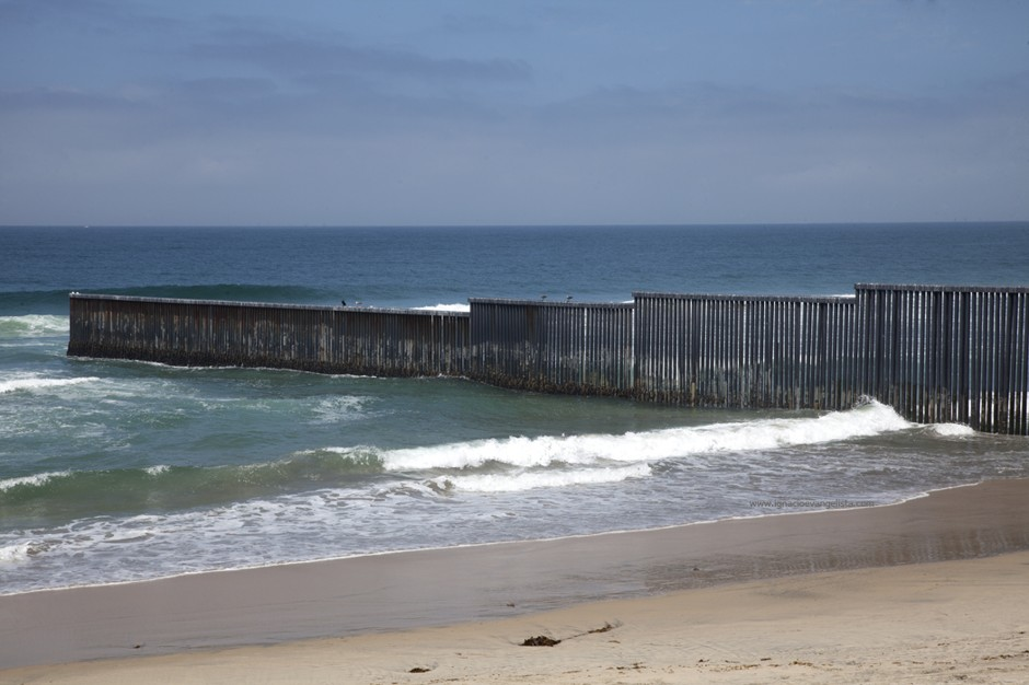 History Of The USMexico Border Security Fence Four Winds - Us sea border map