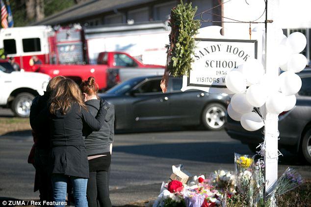 Domande senza risposta: non è ancora chiaro quale connessione Nancy Lanza è stato quello di scuola elementare Sandy Hook, anche se si conferma che Adamo ha partecipato come un bambino